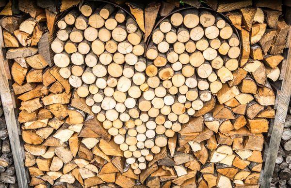 Lepo zložene drva na svoje poletne koči - je prav tako del krajinskega oblikovanja