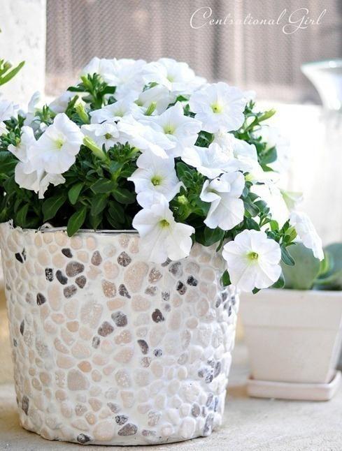 Lonci za rože, okrašena s kamenčki