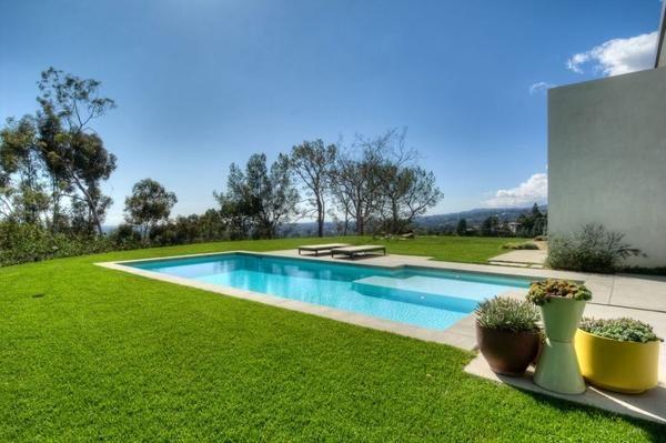 bazen v zeleni vikend območju