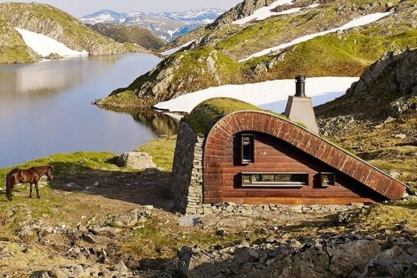 Hiša s poševno streho