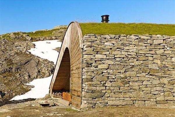 Wall obloženi s kamnitimi hišami