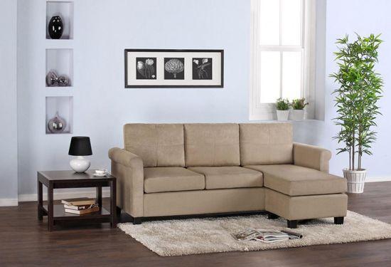 Minimalistična-dnevna-soba-design-z-Veliki-Mali sekcijska-Sofa-z-Beige-Color-Dekoracija-v-Leseno-Flooring-in-Bela-Wall-Interior-dekor-936x639