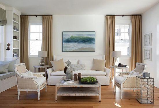 Klasična notranjost z belimi stenami