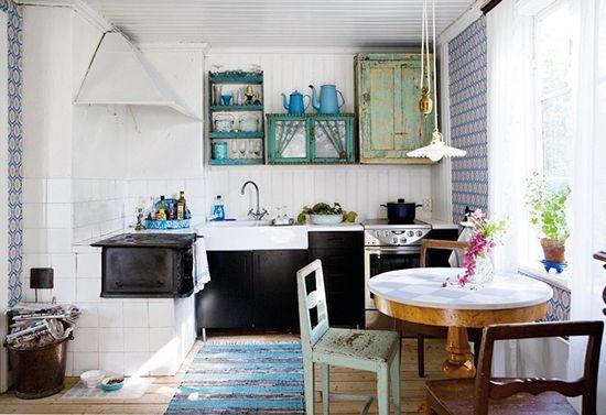 Bele stene v notranjosti kuhinje