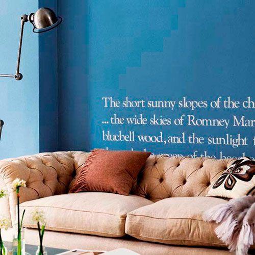 Napisi na stenah v notranjosti dnevni sobi