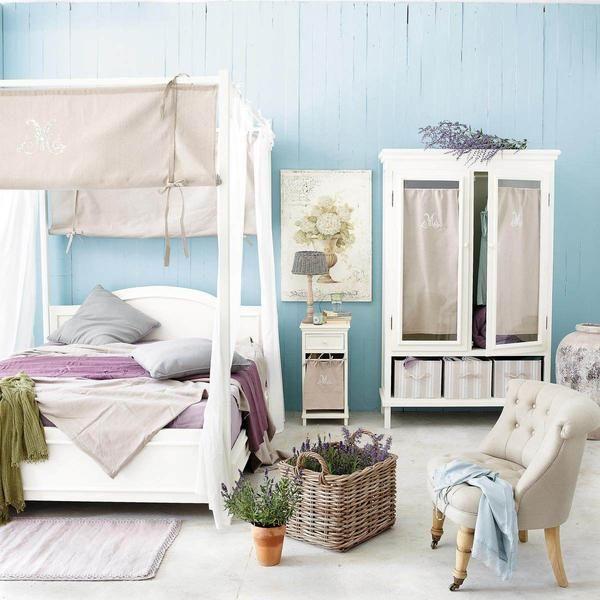 Počitniška hiša spalnica s posteljo z baldahinom