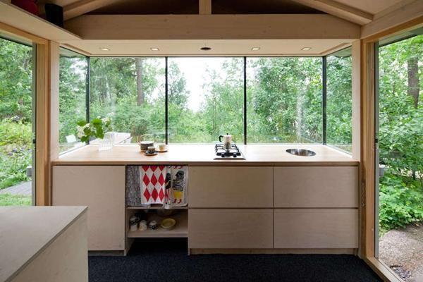 Bucătăria din cabină în pădure