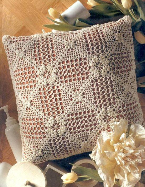 Dekorativna blazina s pleteno pokrovom