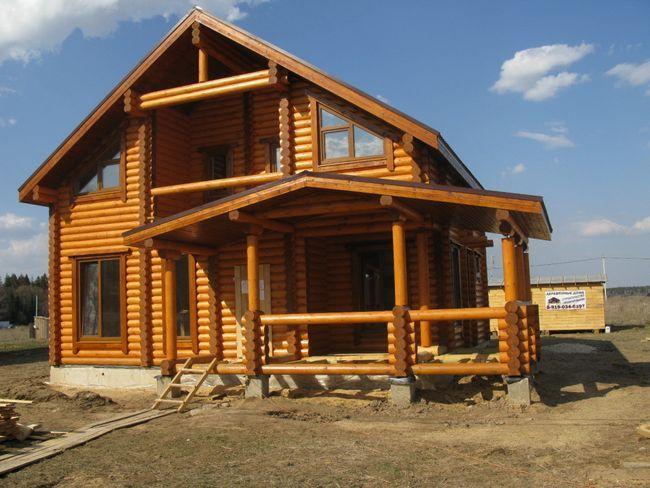 Robustna lesena hiša