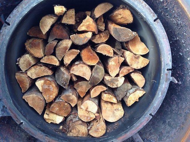 Jelša les sam je mehka in lahka, vendar je še vedno krhek