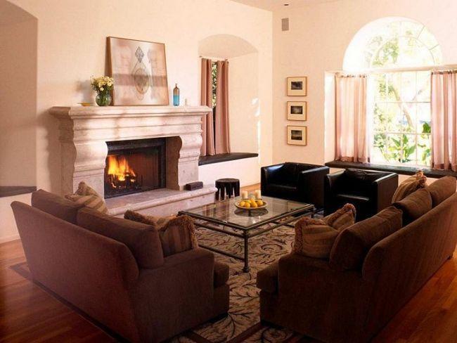 Zasnova dnevno sobo s kaminom