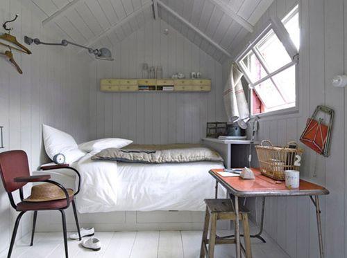 Svetloba ozek nadstropje spalnica