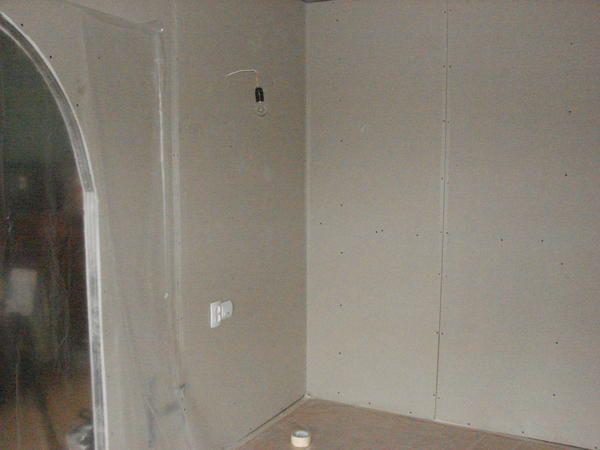 poluarkoy soba razdeljen na dva dela