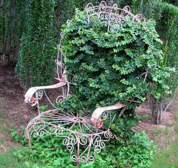 Stol, prepletena z rastlinami, s fotografijami strani subscribe.ru avtor ni znan