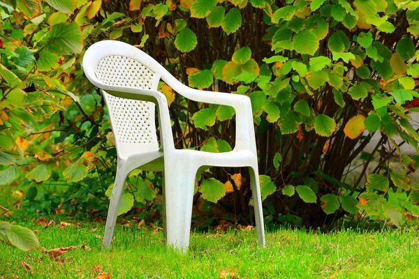 Stol na vrtu