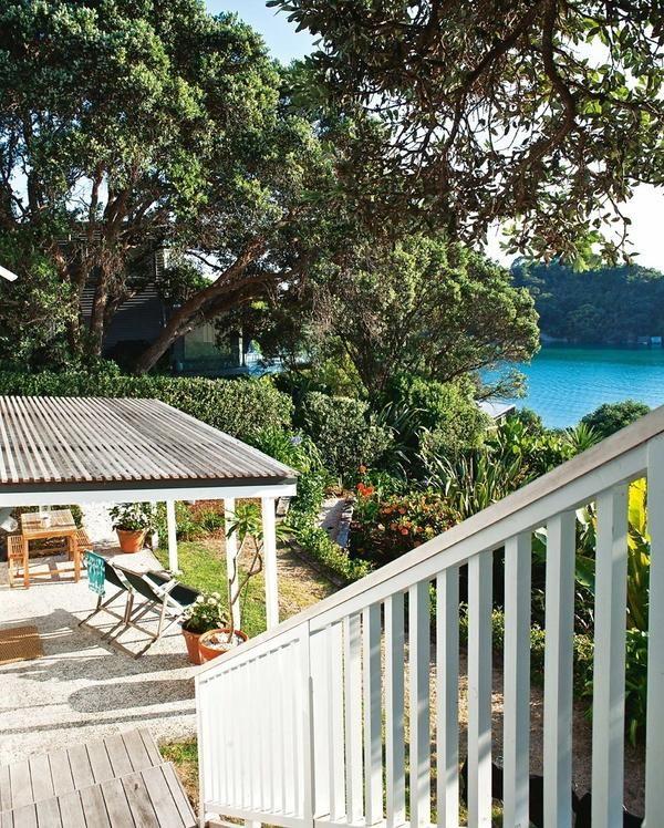 tur foto al casei de vară pe un lac din Noua Zeelandă
