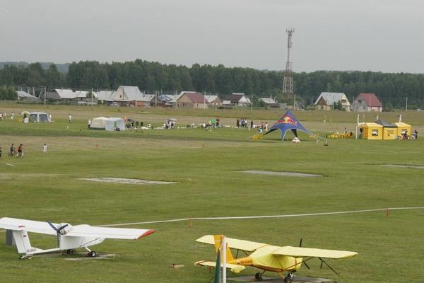 Газон на аэродроме