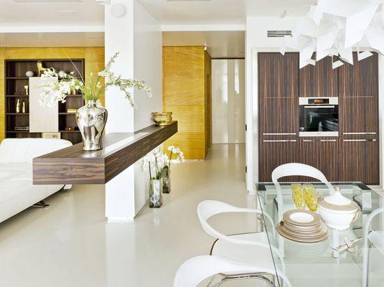 Združevanje kuhinjo in dnevno sobo v notranjosti high-tech
