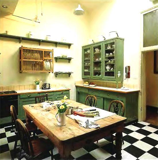 Leseno pohištvo v podeželske hiše v slogu