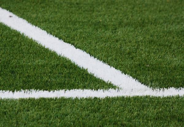 Искусственный газон на стадионе