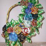 Цветочная корзина из фантиков