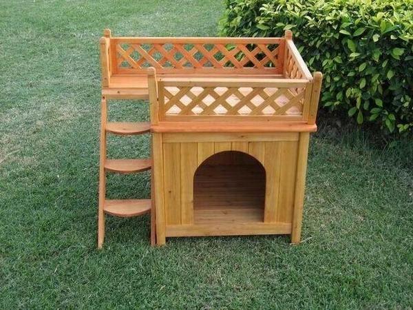 Деревянный кошачий домик с террасой, фото с сайта http://learichard.files.wordpress.com