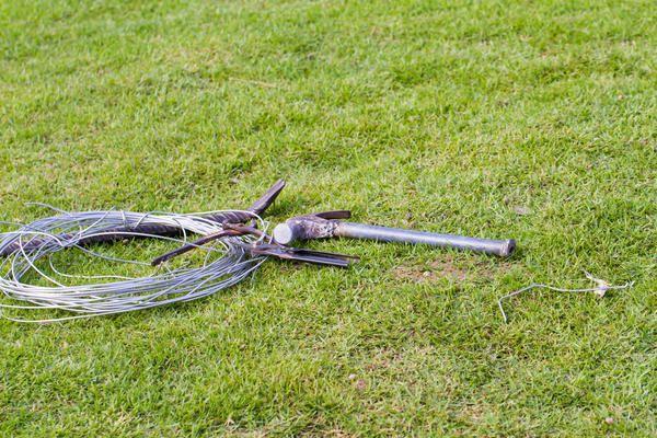 Sârmă și instrumente
