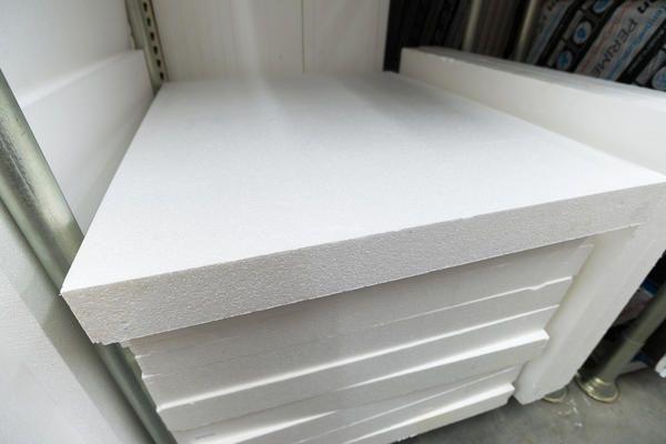 Majoritatea oamenilor cred ca o spumă albă, densă sau foaie pentru ambalat diverse aparate de uz casnic