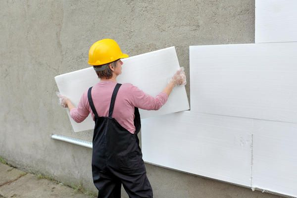 Instalarea eșalonată spumei crește fiabilitatea peretelui