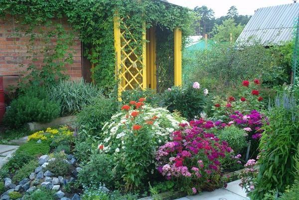 Cvet posteljo v veliki hiši