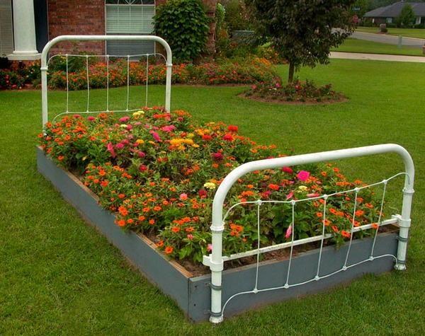 flowerbed postelja
