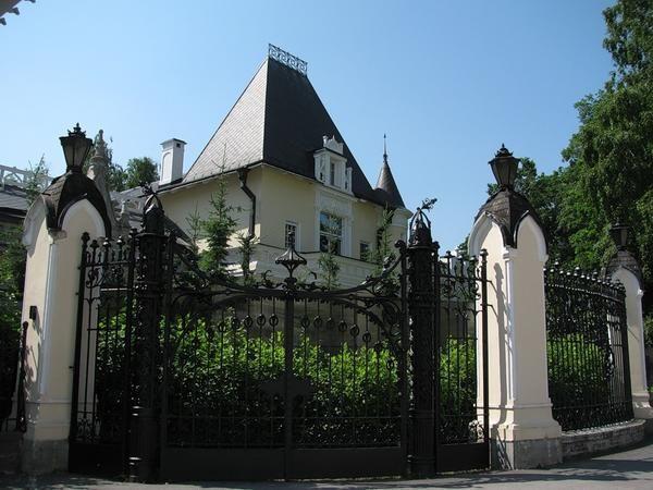 Kovanega železa ograje - elegantna zaščita za vaš vrt