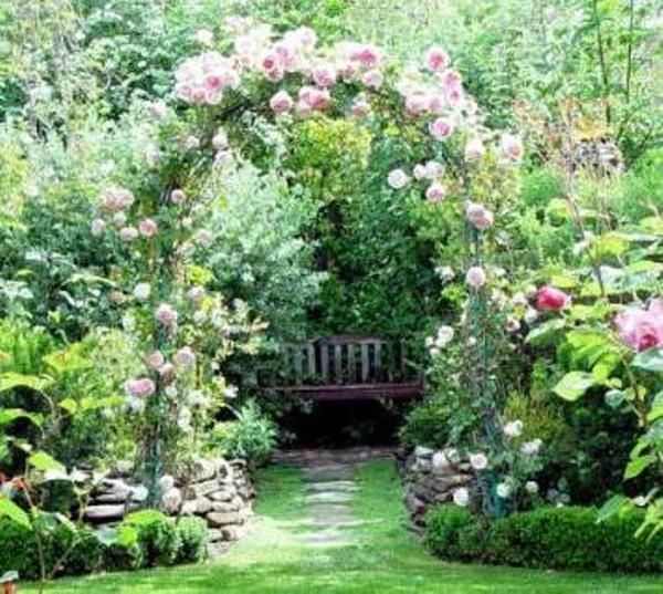 Красивые и функциональные садовые арки