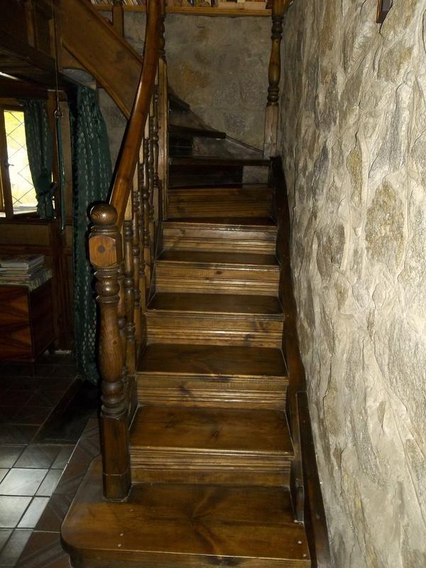 scări până la etajul al doilea
