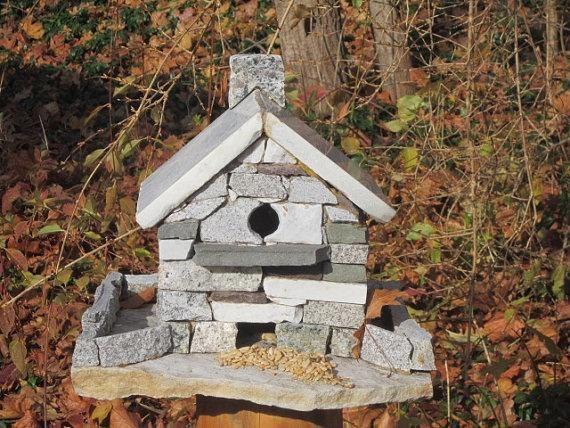 Hiša za ptice z imitacijo zidane