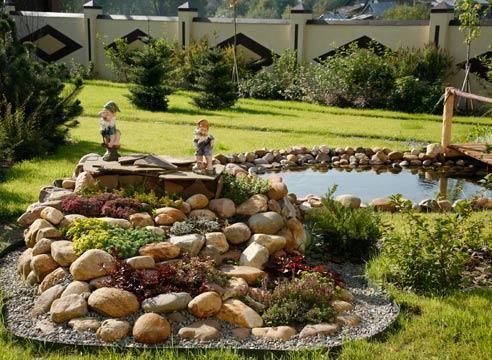Alpski vrt s kipi gnomes