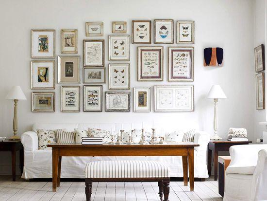 Dodatki in stenske dekoracije pri oblikovanju dnevne sobe