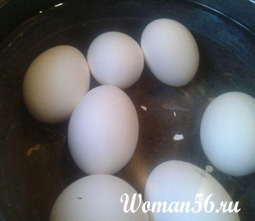 Печеные пирожки с луком и яйцом