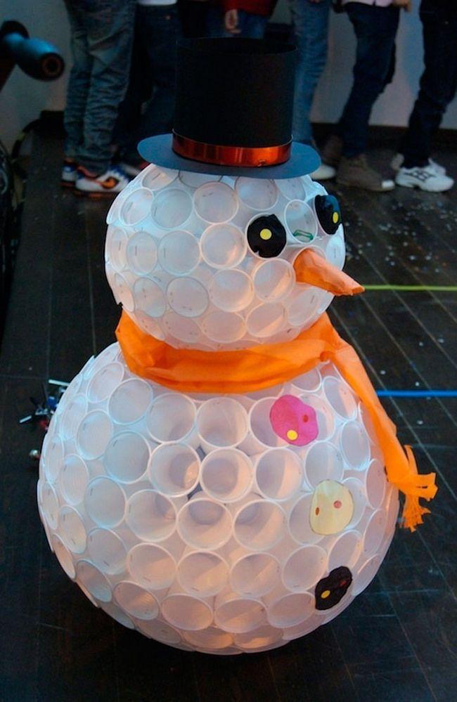Снеговик из стаканчиков