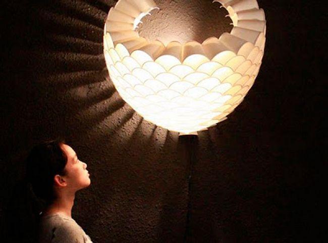 Настенный светильник из стаканов
