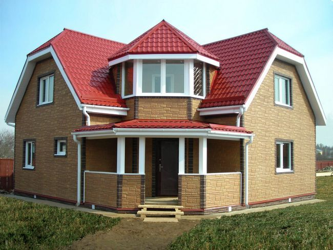 Hiša pene blokov z podstrešju