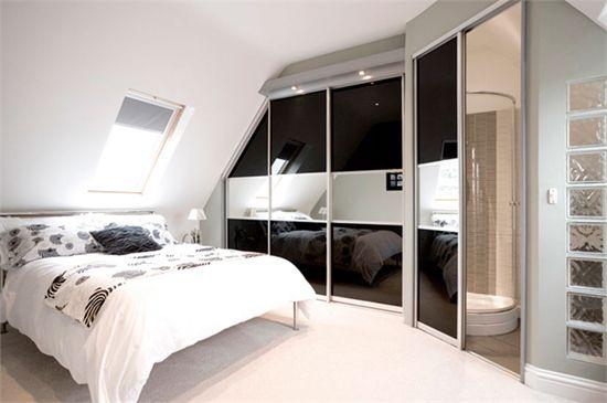 Drsna vrata v garderobi kot sredstvo za povečanje vizualni prostor