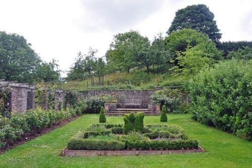 Středověké zahrady, nebo prostor, uzavřené od hříchu