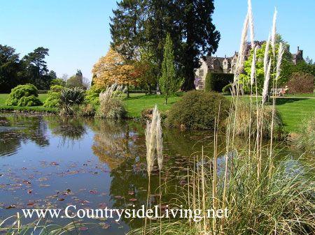 Ribnik v ležečem (ležeče) slogu, posestvo Park Place Uekherst g Sussex, Anglija (Wakehurst mesto)