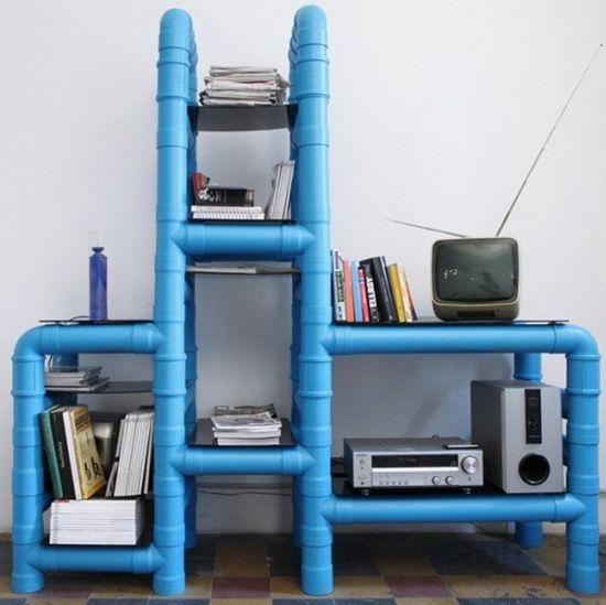Stojalo iz plastičnih cevi popolnoma tehno slogu v notranjosti