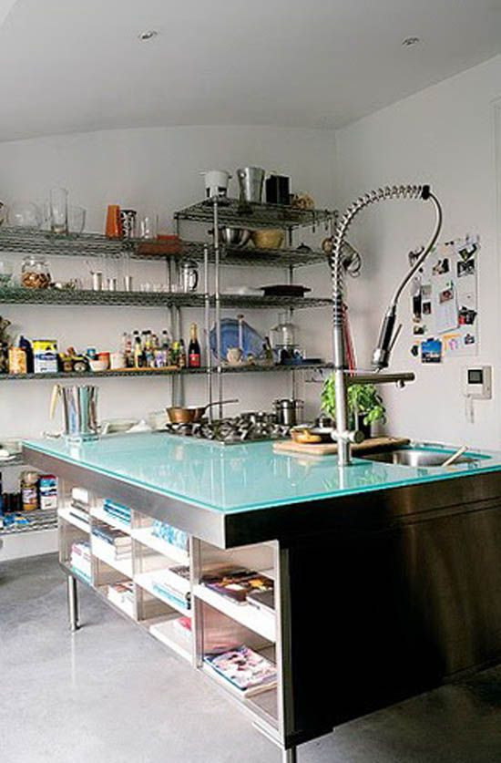 Kuhinja v stilu tehno ponavadi polno različnih instrumentov