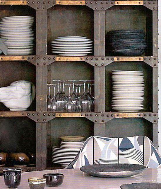 Stojalo za kuhinjo v stilu tehno