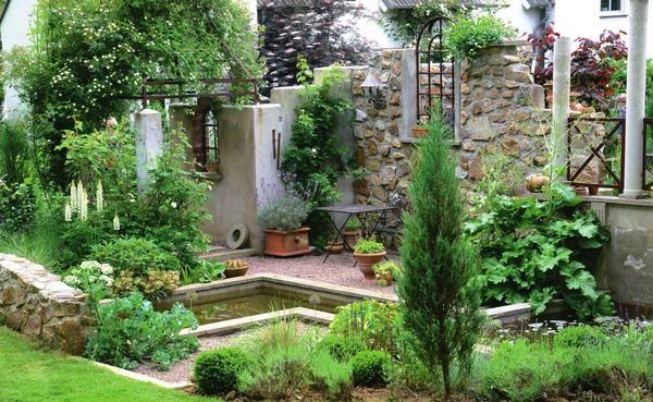 Стильные руины в дизайне сада