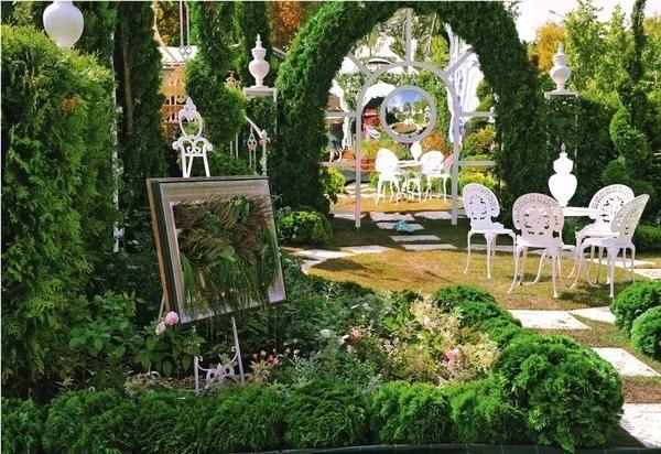 Сыграем в прятки: зеркала, стекло и поликарбонат в садовом дизайне