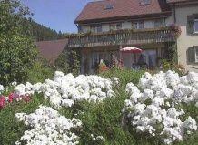 В белых облаках цветущего сада